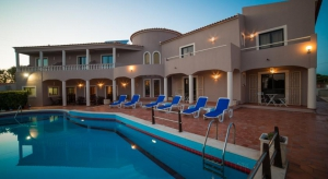 Hotel_for_sale_in_Lagos_sma8360