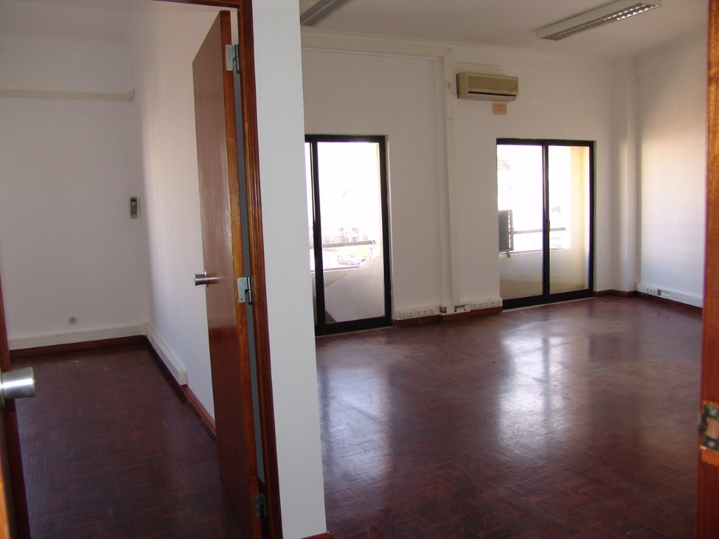 Office / Practice_for_sale_in_Faro_sma8898
